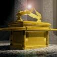 Na stupu koji se nalazi na vratima katedrale u Chartresu postoji rezbarija koja prikazuje Kovčeg Saveza ili Zavjetni kovčeg, zapravo prema Bibliji drvena škrinja sa dvije kamene ploče koju je […]